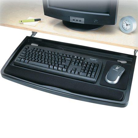 Tiroir à clavier sous le bureau